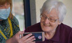 Bezpłatne zdjęcie do dowodu osobistego dla seniora