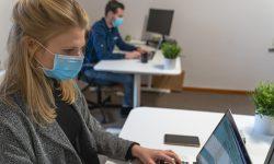 Praca w biurze a powszechne luzowanie obostrzeń
